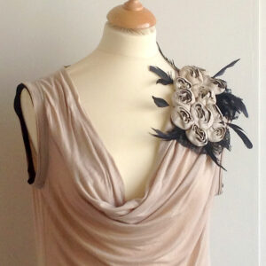 Valentino T-Shirt Couture Beige Cowl-neck Sleeveless Size 12 Top Leather Rosette