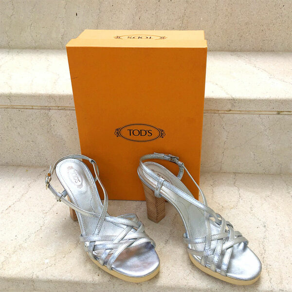 Tod's Silver Metallic Sophie Buckles Size 39 1/2 Leather Sandals in Box