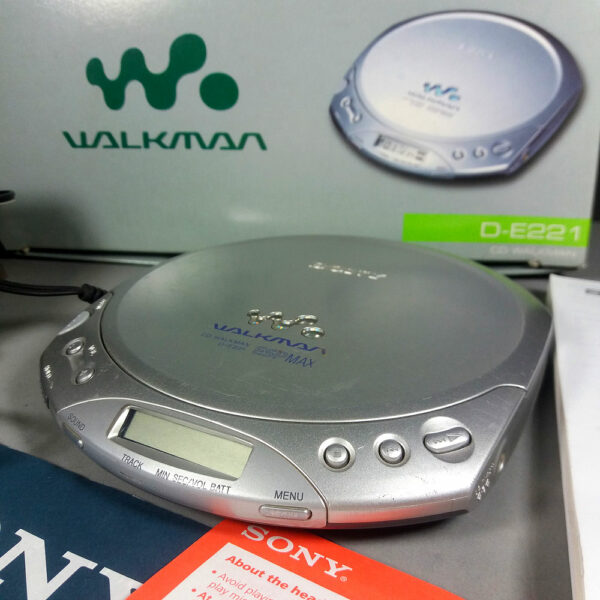 Sony D-E221 ESP MAX Silver CD-Walkman in Original Box w/Charger & Papers