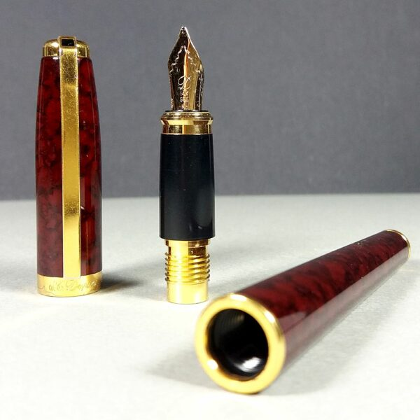 S.T. Dupont Fidelio Brown Marble Laque de Chine/Gold Fountain Pen 14K 585 Mh Nib