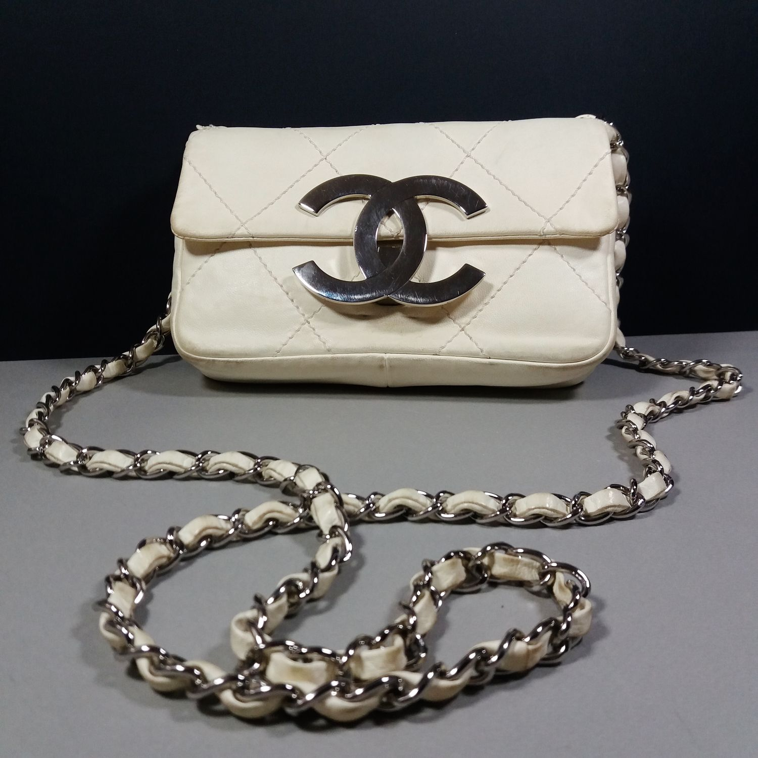 Chanel 2005 Ivory Diamond Stitched Small Flap Bag w/Big Silver CC Clasp Dustbag